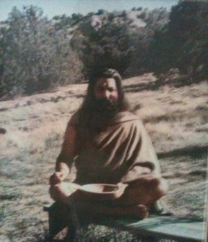 Je vous offre cette photo de Yogi Bhajan qui me fait souvent pleurer de joie !